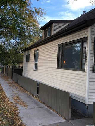Photo 3: 220 31st Street West in Saskatoon: Caswell Hill Residential for sale : MLS®# SK786817