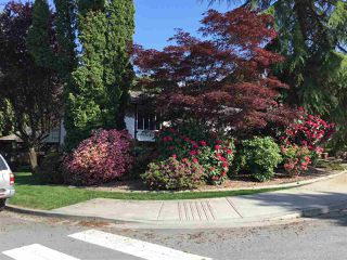 Photo 2: 1623 TAYLOR Street in Port Coquitlam: Lower Mary Hill House for sale : MLS®# R2435811
