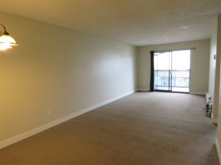 "Photo 5: 208 5906 176A Street in Surrey: Cloverdale BC Condo for sale in ""WYNDAM ESTATES"" (Cloverdale)  : MLS®# R2486082"