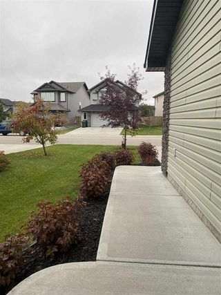 Photo 3: 7 MEADOWVIEW Landing: Spruce Grove House for sale : MLS®# E4214307