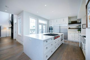 Photo 3: 14 White Oak Crescent SW in Calgary: Wildwood Detached for sale : MLS®# A1042247