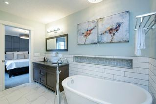 Photo 36: 14 White Oak Crescent SW in Calgary: Wildwood Detached for sale : MLS®# A1042247
