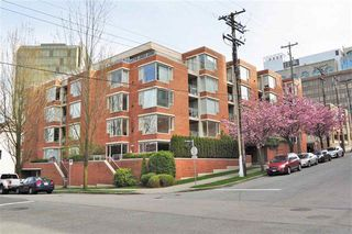Photo 1:  in Vancouver West: Condo for sale : MLS®# R2075940