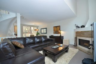 """Photo 3: 11 2485 CORNWALL Avenue in Vancouver: Kitsilano Townhouse for sale in """"CORNWALL COURT"""" (Vancouver West)  : MLS®# R2412109"""