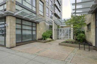 "Photo 3: 703 1068 W BROADWAY in Vancouver: Fairview VW Condo for sale in ""THE ZONE"" (Vancouver West)  : MLS®# R2465668"