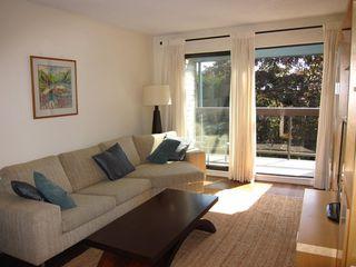 """Photo 5: 319 1422 E 3RD Avenue in Vancouver: Grandview Woodland Condo for sale in """"La Contessa"""" (Vancouver East)  : MLS®# R2490928"""