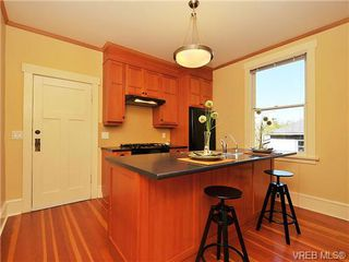 Photo 8: 2736 Fifth Street in VICTORIA: Vi Hillside Residential for sale (Victoria)  : MLS®# 328990