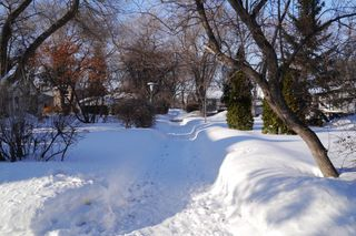 Photo 2: 39 Larchwood Place in Winnipeg: St Boniface Residential for sale ()  : MLS®# 1405189