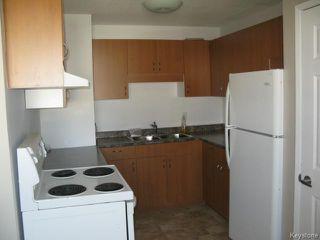 Photo 9: 104 Rudolph Bay in WINNIPEG: East Kildonan Single Family Attached for sale (North East Winnipeg)  : MLS®#  1426385