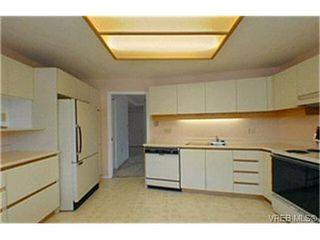 Photo 4: 302 945 McClure St in VICTORIA: Vi Fairfield West Condo Apartment for sale (Victoria)  : MLS®# 369936