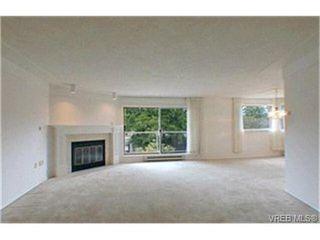 Photo 2: 302 945 McClure St in VICTORIA: Vi Fairfield West Condo Apartment for sale (Victoria)  : MLS®# 369936