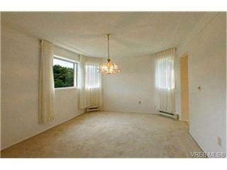 Photo 3: 302 945 McClure St in VICTORIA: Vi Fairfield West Condo Apartment for sale (Victoria)  : MLS®# 369936