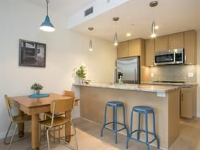 Photo 4: 802 88 W 1st Avenue in Vancouver: False Creek Condo for sale (Vancouver West)  : MLS®# R2120420