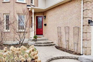 Photo 3: 72 Lipton Crescent in Whitby: Freehold for sale : MLS®# E3751560