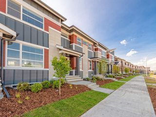 Photo 1: 37 SKYVIEW Parade NE in Calgary: Skyview Ranch Row/Townhouse for sale : MLS®# C4295842