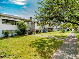 Photo 2: 5904 BERKELEY Street in Vancouver: Killarney VE House for sale (Vancouver East)  : MLS®# R2481103