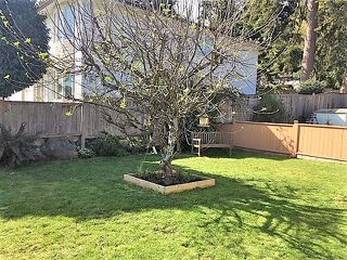 Photo 11: 835 NORTH ROAD in Gibsons: Gibsons & Area Townhouse for sale (Sunshine Coast)  : MLS®# R2339825