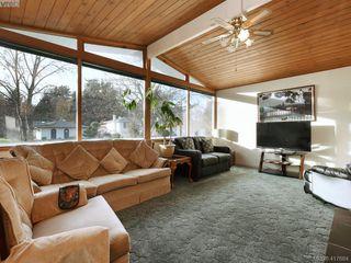 Photo 2: 721 PORTER Rd in VICTORIA: Es Old Esquimalt Single Family Detached for sale (Esquimalt)  : MLS®# 828633