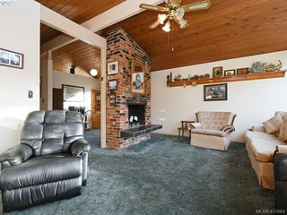 Photo 4: 721 PORTER Road in VICTORIA: Es Old Esquimalt Single Family Detached for sale (Esquimalt)  : MLS®# 417684