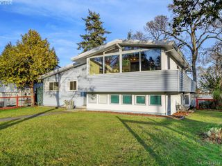 Photo 1: 721 PORTER Road in VICTORIA: Es Old Esquimalt Single Family Detached for sale (Esquimalt)  : MLS®# 417684