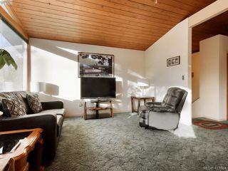 Photo 3: 721 PORTER Rd in VICTORIA: Es Old Esquimalt Single Family Detached for sale (Esquimalt)  : MLS®# 828633
