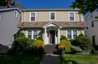 Photo 2: 945 McLean Street in Halifax: 2-Halifax South Residential for sale (Halifax-Dartmouth)  : MLS®# 202000333