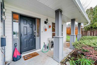 """Photo 2: 3917 WATERTON Crescent in Abbotsford: Abbotsford East House for sale in """"Sandy Hill"""" : MLS®# R2432366"""