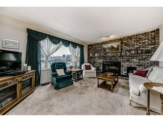 """Photo 3: 2515 WILDING Crescent in Langley: Willoughby Heights House for sale in """"LANGLEY MEADOWS"""" : MLS®# R2447428"""