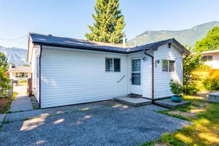 Photo 3: 567 SKAGIT Avenue in Hope: Hope Center House for sale : MLS®# R2479652
