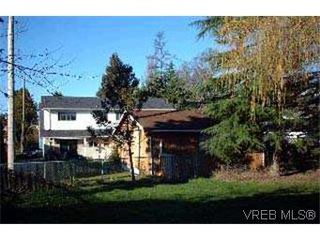 Photo 3: 947 - 949 Dunn Ave in VICTORIA: SE Quadra House for sale (Saanich East)  : MLS®# 305034