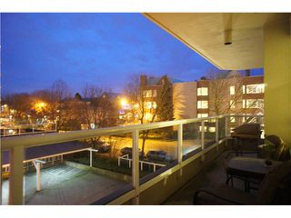 """Photo 10: 301 1185 QUAYSIDE Drive in New Westminster: Quay Condo for sale in """"RIVIERA MANSIONS"""" : MLS®# V1000019"""