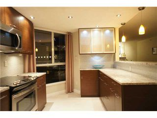 """Photo 3: 301 1185 QUAYSIDE Drive in New Westminster: Quay Condo for sale in """"RIVIERA MANSIONS"""" : MLS®# V1000019"""