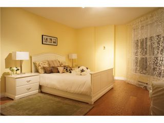 """Photo 8: 301 1185 QUAYSIDE Drive in New Westminster: Quay Condo for sale in """"RIVIERA MANSIONS"""" : MLS®# V1000019"""