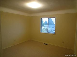 Photo 10: 580 Peto Place in Victoria: SW Glanford House for sale (Saanich West)