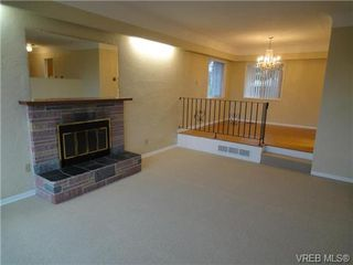 Photo 4: 580 Peto Place in Victoria: SW Glanford House for sale (Saanich West)