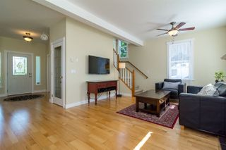 Photo 2: 20010 50 AVENUE in Langley: Langley City House for sale : MLS®# R2278939