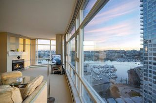 Photo 3: 2207 198 AQUARIUS MEWS in Vancouver: Yaletown Condo for sale (Vancouver West)  : MLS®# R2341515