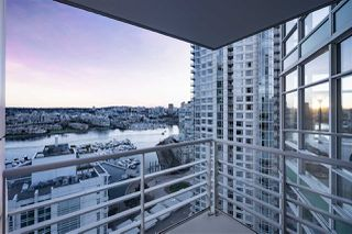 Photo 4: 2207 198 AQUARIUS MEWS in Vancouver: Yaletown Condo for sale (Vancouver West)  : MLS®# R2341515