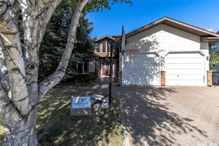 Photo 1: 230 Bornstein Court in Saskatoon: Erindale Residential for sale : MLS®# SK815084