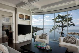 Photo 7: 1941 Crescent Rd in Oak Bay: OB Gonzales House for sale : MLS®# 837612