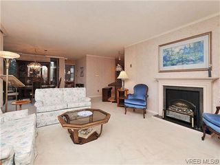 Photo 3: 206 1033 Belmont Avenue in VICTORIA: Vi Rockland Condo Apartment for sale (Victoria)  : MLS®# 318213