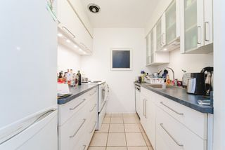 "Photo 5: 302 1050 JERVIS Street in Vancouver: West End VW Condo for sale in ""JERVIS MANOR"" (Vancouver West)  : MLS®# R2435490"