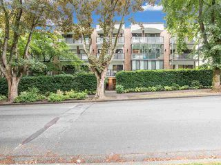 """Photo 1: 104 1535 W NELSON Street in Vancouver: West End VW Condo for sale in """"The Admiral"""" (Vancouver West)  : MLS®# R2482296"""