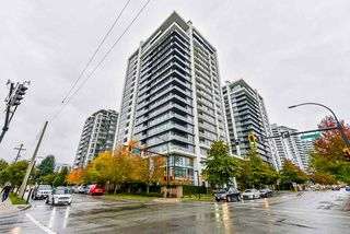 "Main Photo: 302 1320 CHESTERFIELD Avenue in North Vancouver: Central Lonsdale Condo for sale in ""VISTA PLACE"" : MLS®# R2513470"