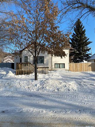 Photo 2: 912 105th Street in North Battleford: Paciwin Residential for sale : MLS®# SK833530
