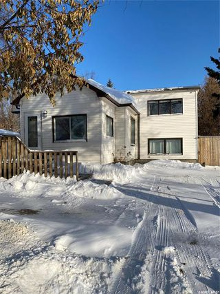 Photo 1: 912 105th Street in North Battleford: Paciwin Residential for sale : MLS®# SK833530