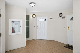 Photo 10: 318 10 Paul Kane Pl in : VW Songhees Condo for sale (Victoria West)  : MLS®# 862868