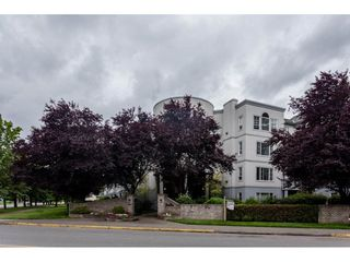 Photo 2: 302 5465 201 STREET in Langley: Langley City Condo for sale : MLS®# R2078441