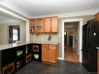 Photo 6: 2927 Quadra St in VICTORIA: Vi Mayfair House for sale (Victoria)  : MLS®# 838853