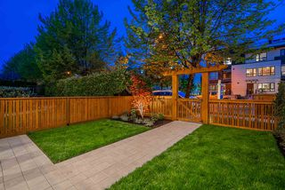Photo 3: 372 E 16TH AVENUE in Vancouver: Main 1/2 Duplex for sale (Vancouver East)  : MLS®# R2463791